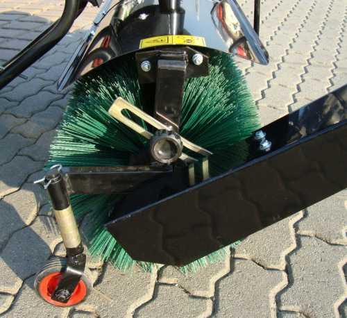 kehrmaschine fkm110 f rasentraktor quad aufsitzm her mit. Black Bedroom Furniture Sets. Home Design Ideas