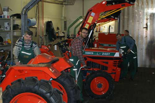 kleintraktor allrad traktor kubota b1402 neu lackiert mini. Black Bedroom Furniture Sets. Home Design Ideas