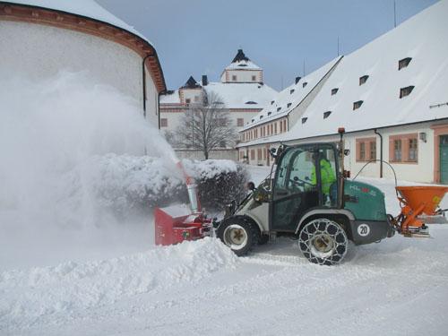 Traktorschneefräse