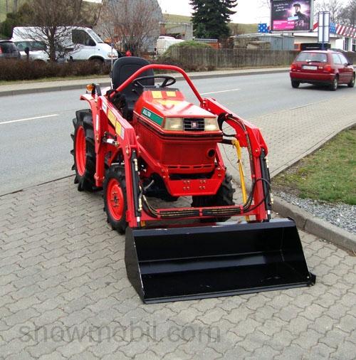 kleintraktor kubota b1 14d gebraucht mit neuem frontlader komplett berholt und neu lackiert. Black Bedroom Furniture Sets. Home Design Ideas
