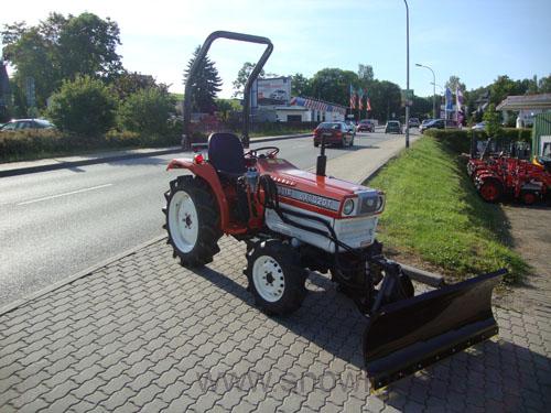 kleintraktor traktor kubota l1802dt mit allrad gebr mit. Black Bedroom Furniture Sets. Home Design Ideas
