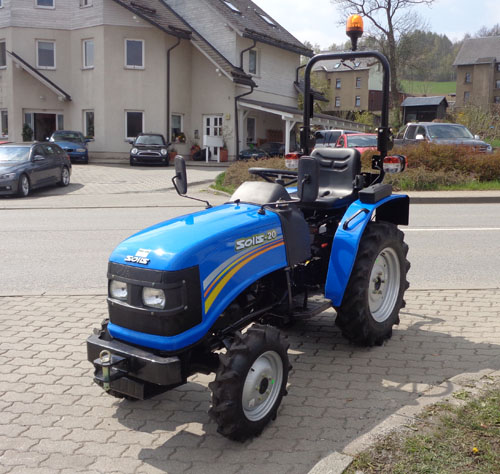 traktor schlepper solis 20 20 ps mit allrad und fertigem. Black Bedroom Furniture Sets. Home Design Ideas